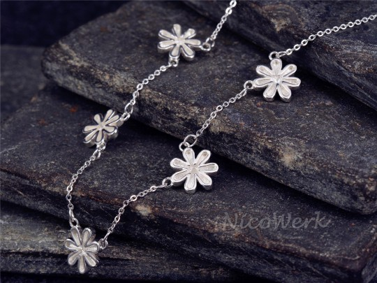 Silberkette mit Anhänger Blume